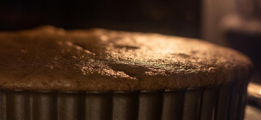 Бисквит трескается сверху при выпечке - фото