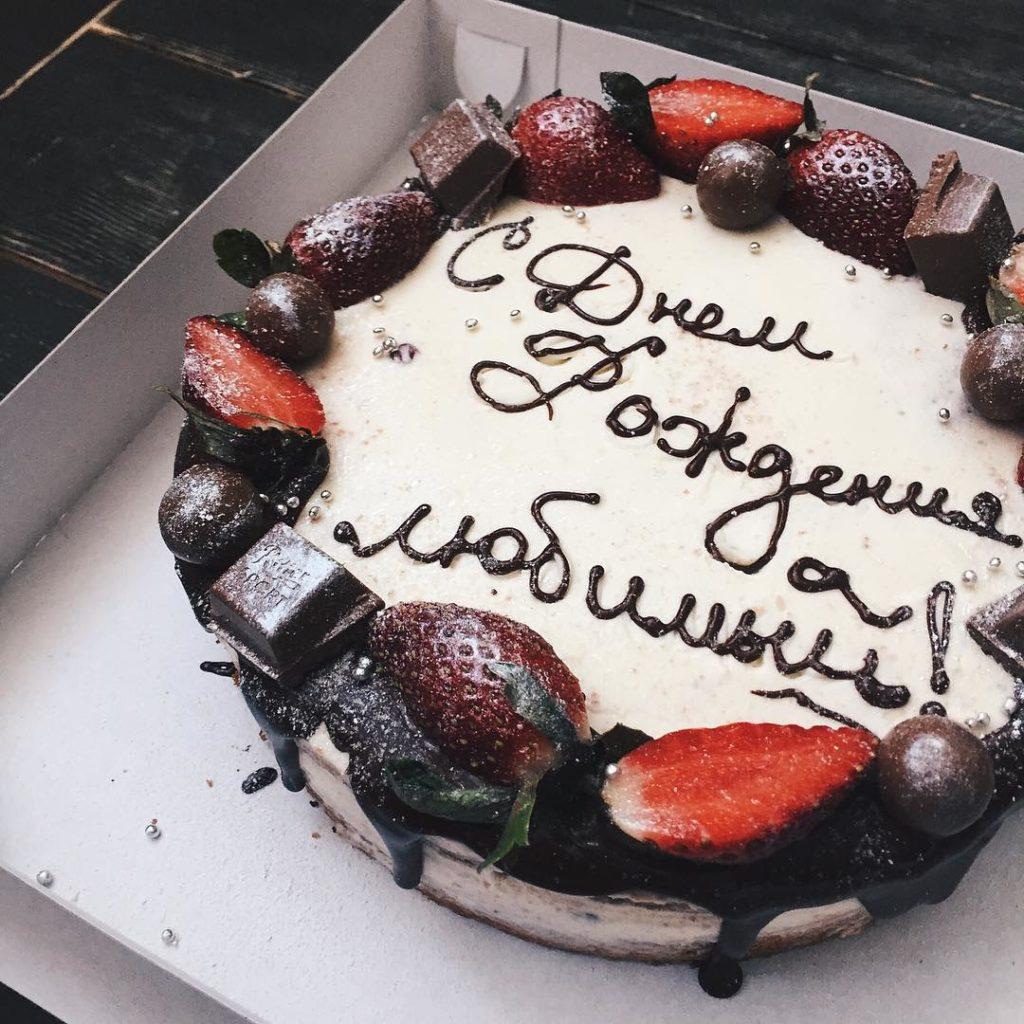 Чем писать на торте в домашних условиях - шоколадом - фото