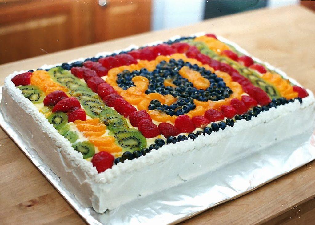 Чем писать на торте в домашних условиях - фруктами - фото