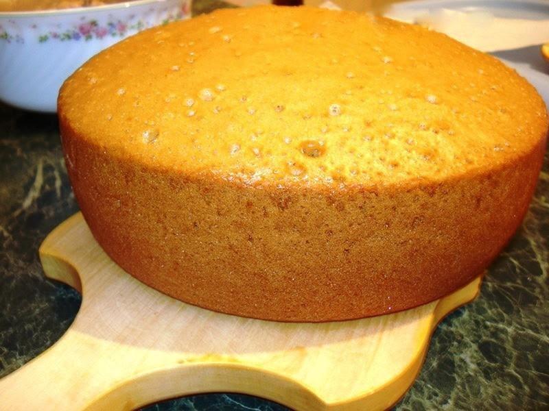 Как сохранить бисквитные коржи до сборки торта - фото