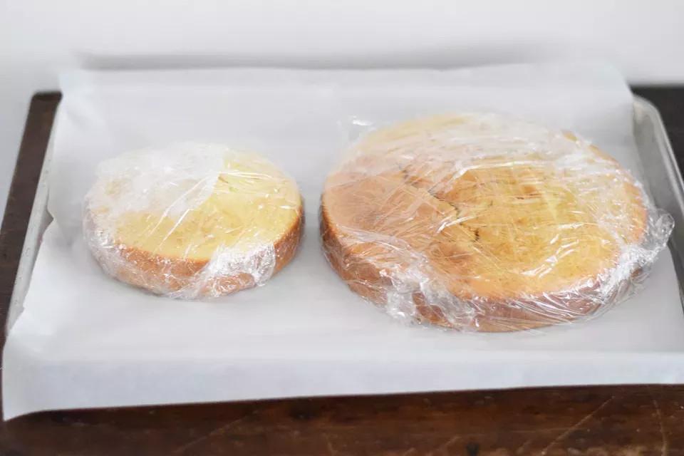 Как правильно разморозить бисквит - фото