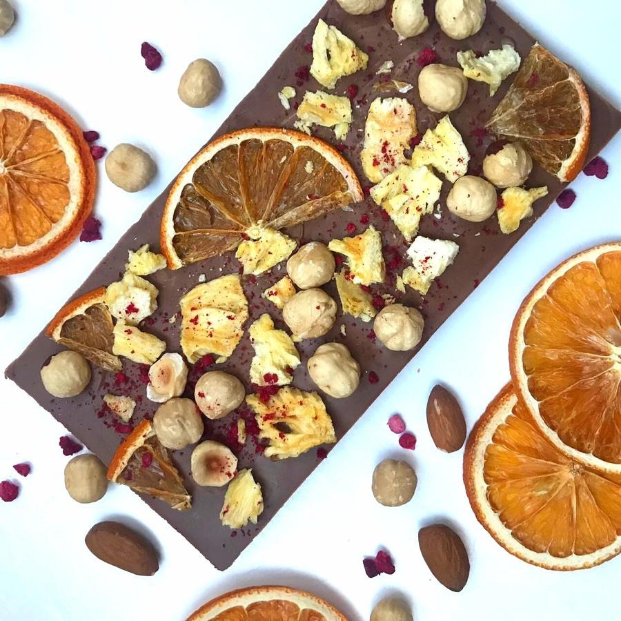 Как украсить шоколад ручной работы - добавить орехи - фото