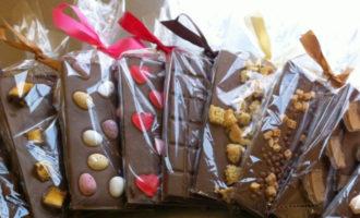 Как украсить шоколад ручной работы - фото