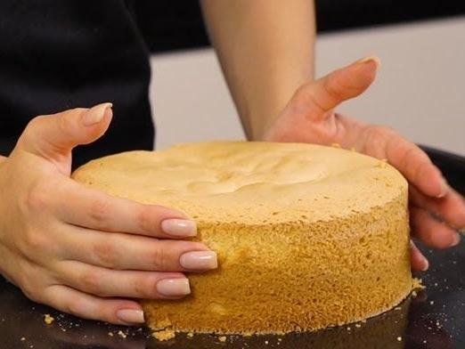 Почему падает бисквит после выпечки - резкий перепад температур - фото
