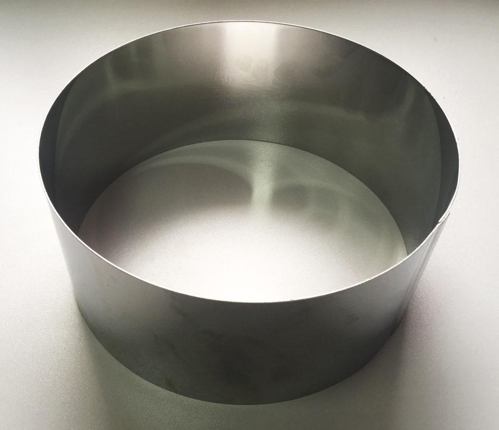 Нужно ли смазывать металлическое кольцо для выпечки бисквита - фото