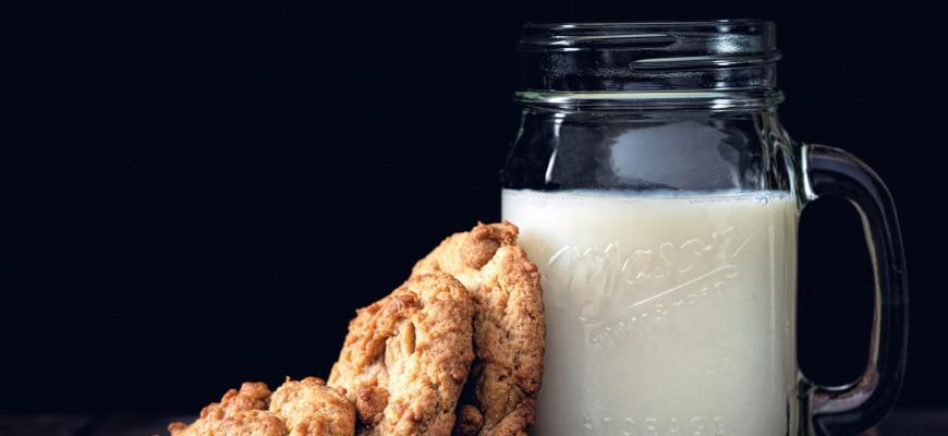 Чем заменить молоко в выпечке торта - фото