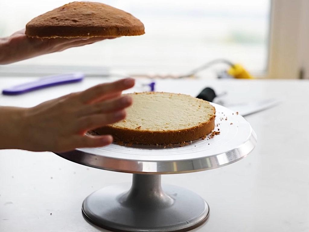 Как ровно разрезать бисквит на коржи ножом - 5 этап - фото