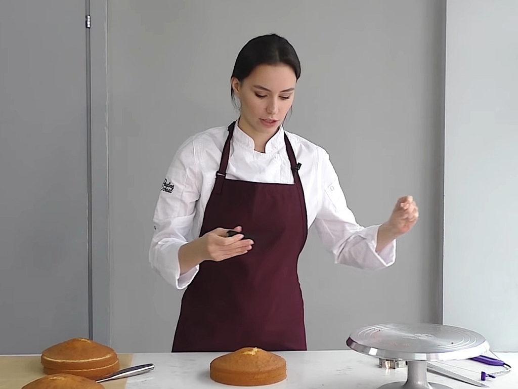 Как ровно разрезать бисквит на коржи ниткой - 2 этап - фото