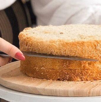 Сколько выпекать бисквит в духовке при 180 и 200 градусах - фото