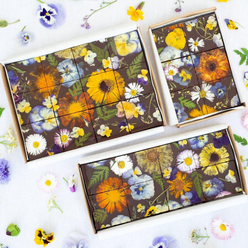 Примеры как окрасить шоколад - цветы - фото