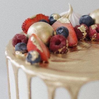 Как покрасить мастику для торта в золотой цвет - фото