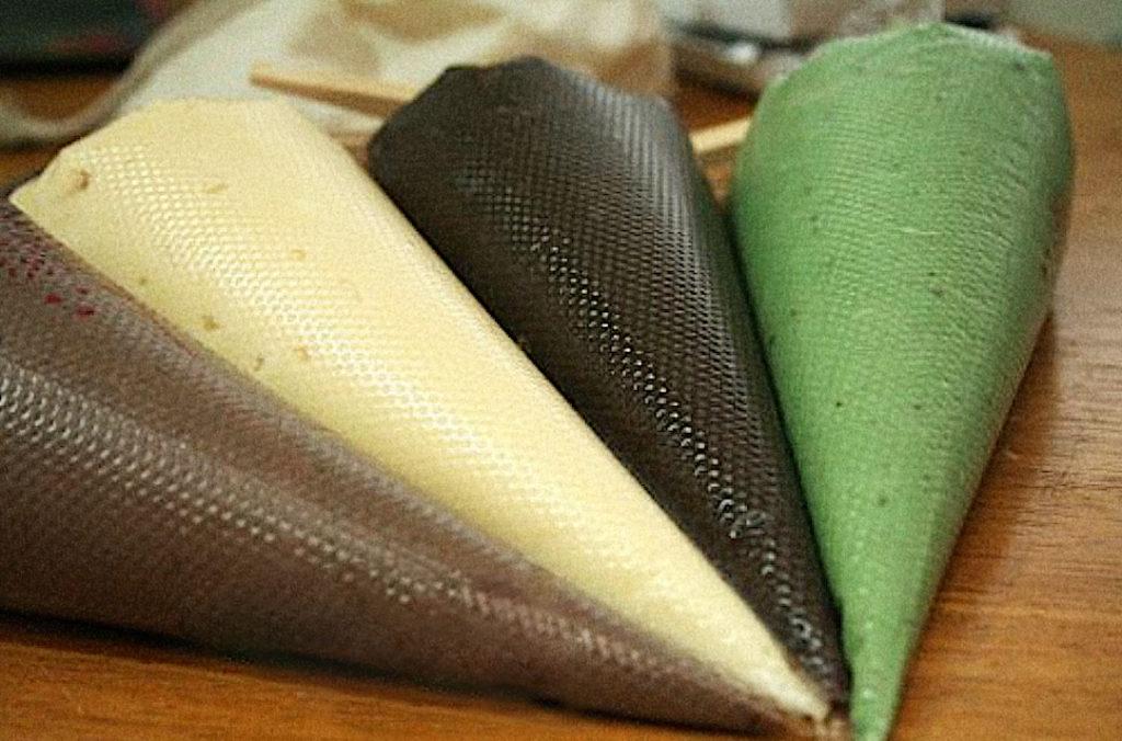 Как растопить шоколад в кондитерском мешке - фото