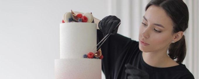 Как правильно выравнивать торт крем-чизом - фото
