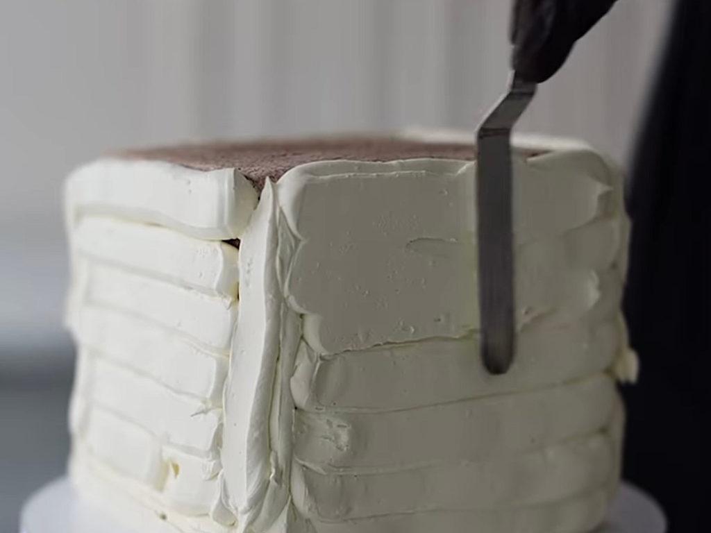 Как выровнять квадратный торт кремом чиз - фото