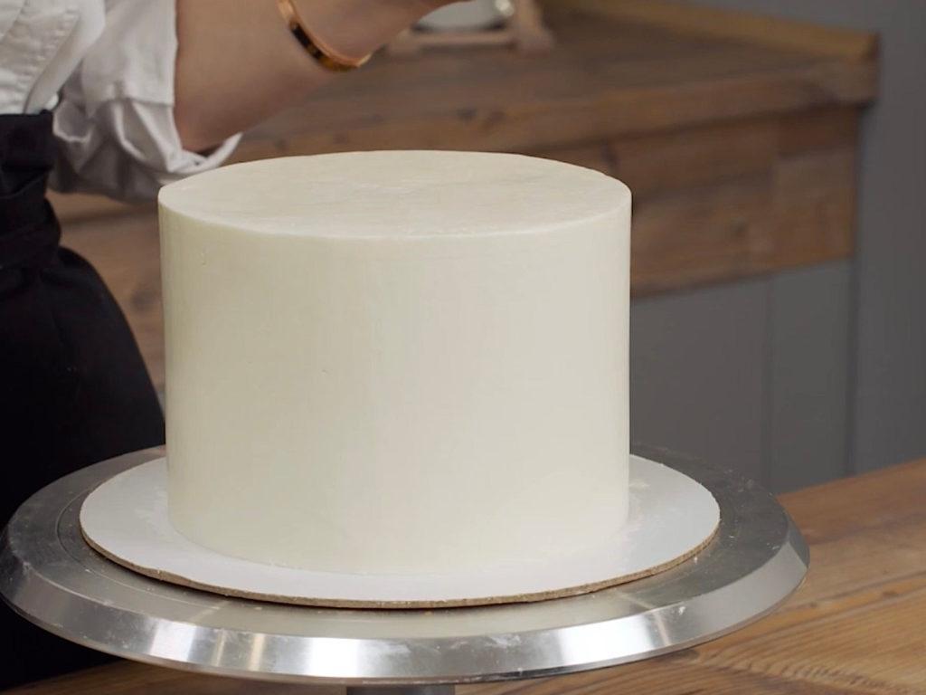 Почему не получается выровнять торт крем чизом на сливках - фото