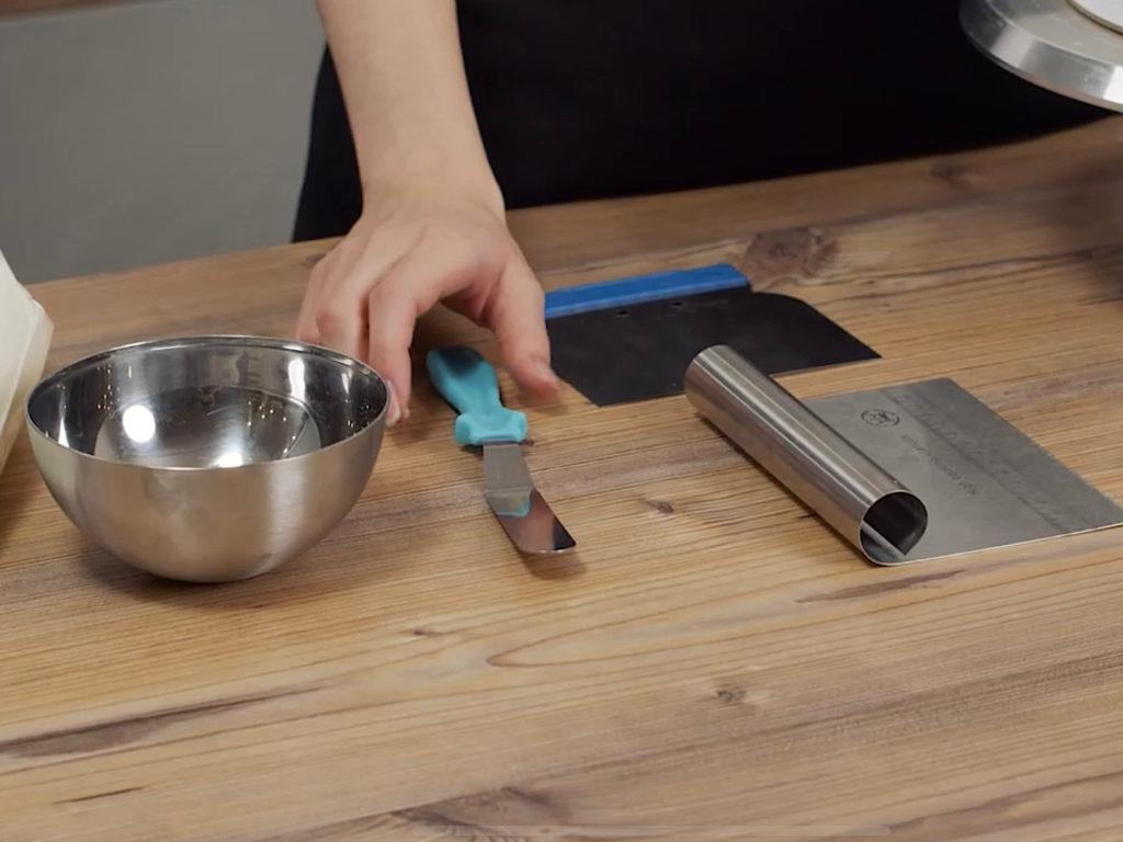 Как правильно выравнивать торт крем чизом - инструменты - фото