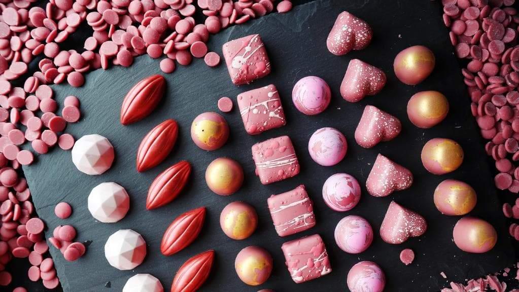 Какие бывают виды шоколада - розовый - фото