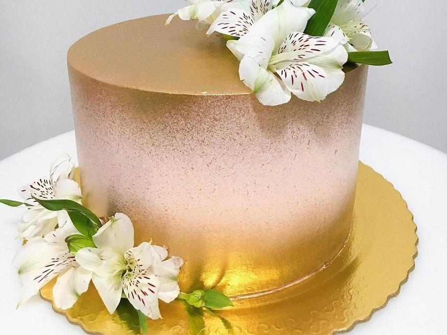 Как использовать распылитель в украшении тортов кандурином - фото