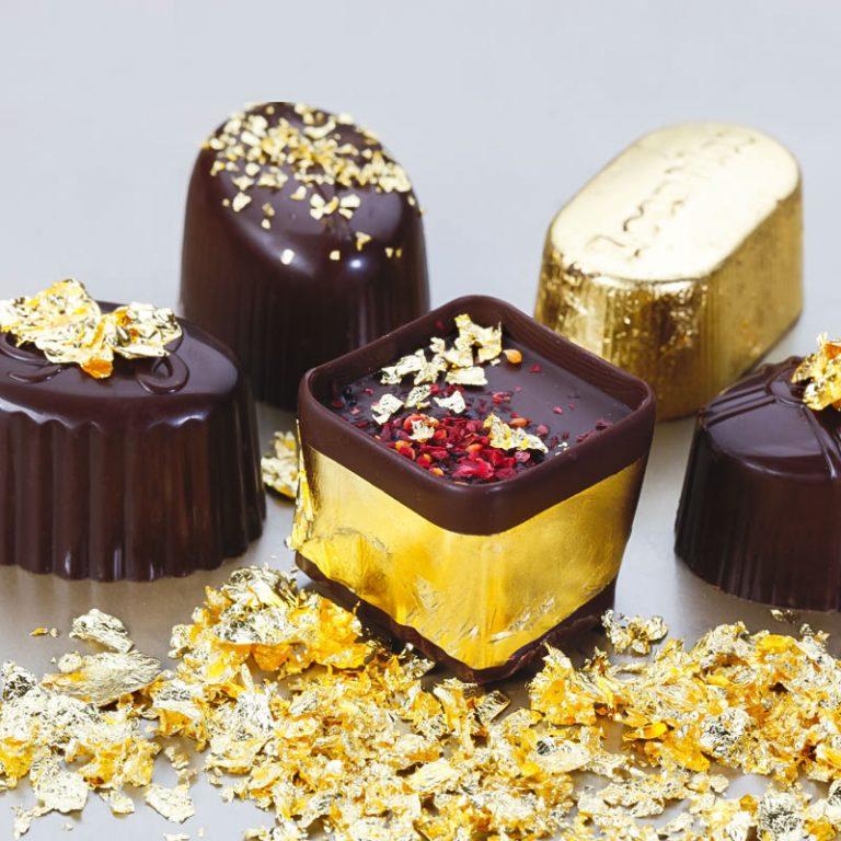 Как использовать золотую фольгу в кулинарии - украсить конфеты - фото