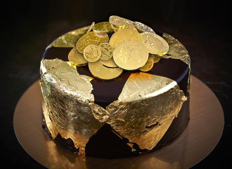 Как приклеить кондитерское золото к торту - фото