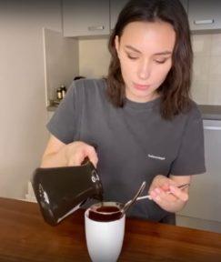 Рецепт шоколадного кекса в кружке - фото к рецепту №9