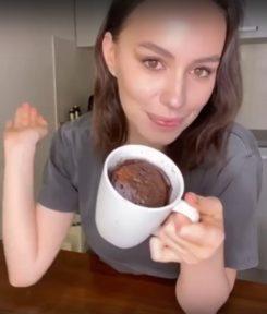 Рецепт шоколадного кекса в кружке - фото к рецепту №10