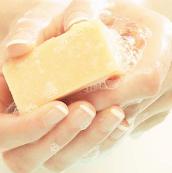 Чем и как отмыть пищевые красители с рук - фото