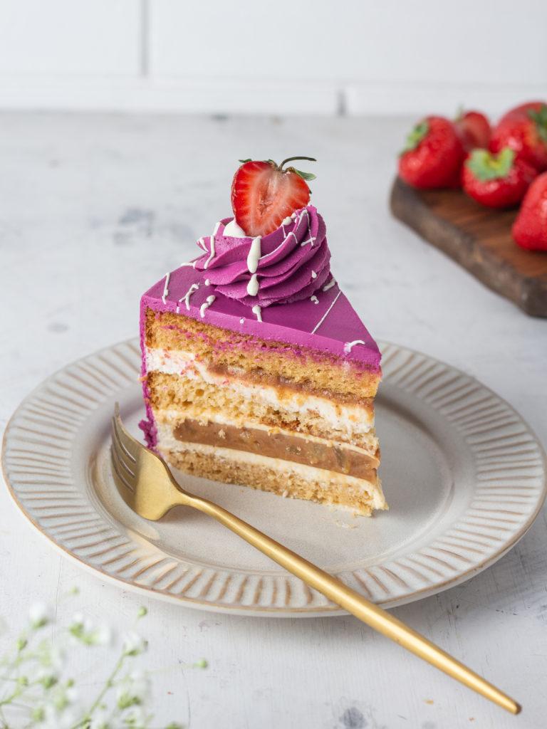 Как украсить торт клубникой - подготовка ягод - фото