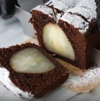 Рецепт шоколадного кекса с грушей - фото