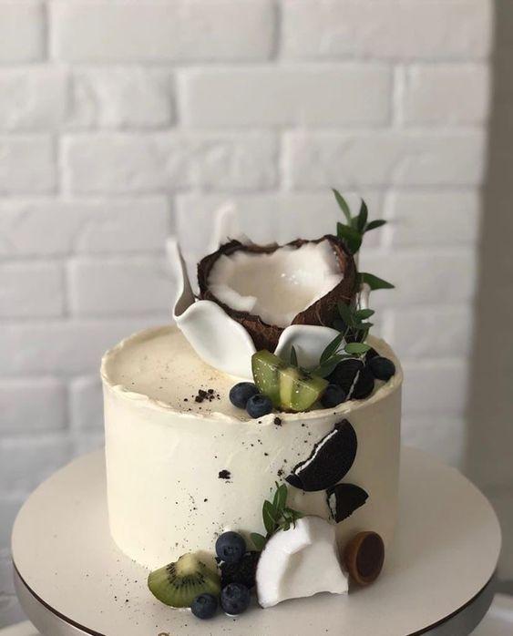 Как украсить торт фруктами  -  14 вариант - фото