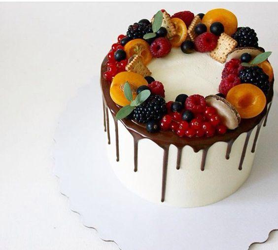 Как украсить торт фруктами  -  17 вариант - фото