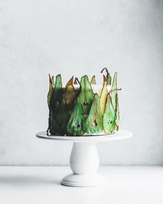 Как украсить торт фруктами  -  27 вариант - фото
