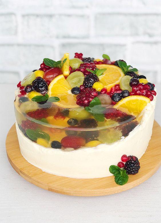 Как украсить торт фруктами  -  31 вариант - фото