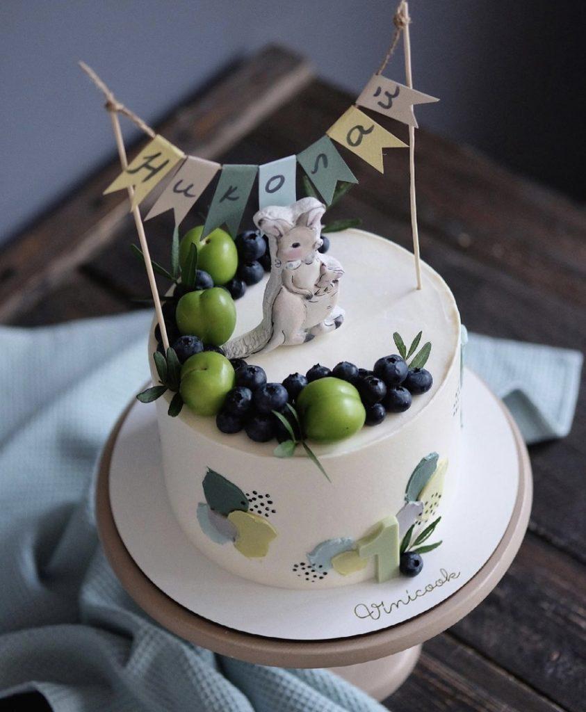 Как украсить торт фруктами  -  32 вариант - фото
