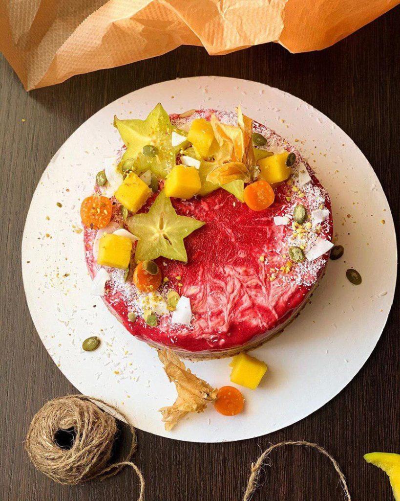 Как украсить торт фруктами  -  4 вариант - фото