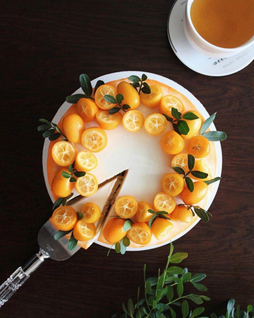 Как украсить торт фруктами  -  3 вариант - фото