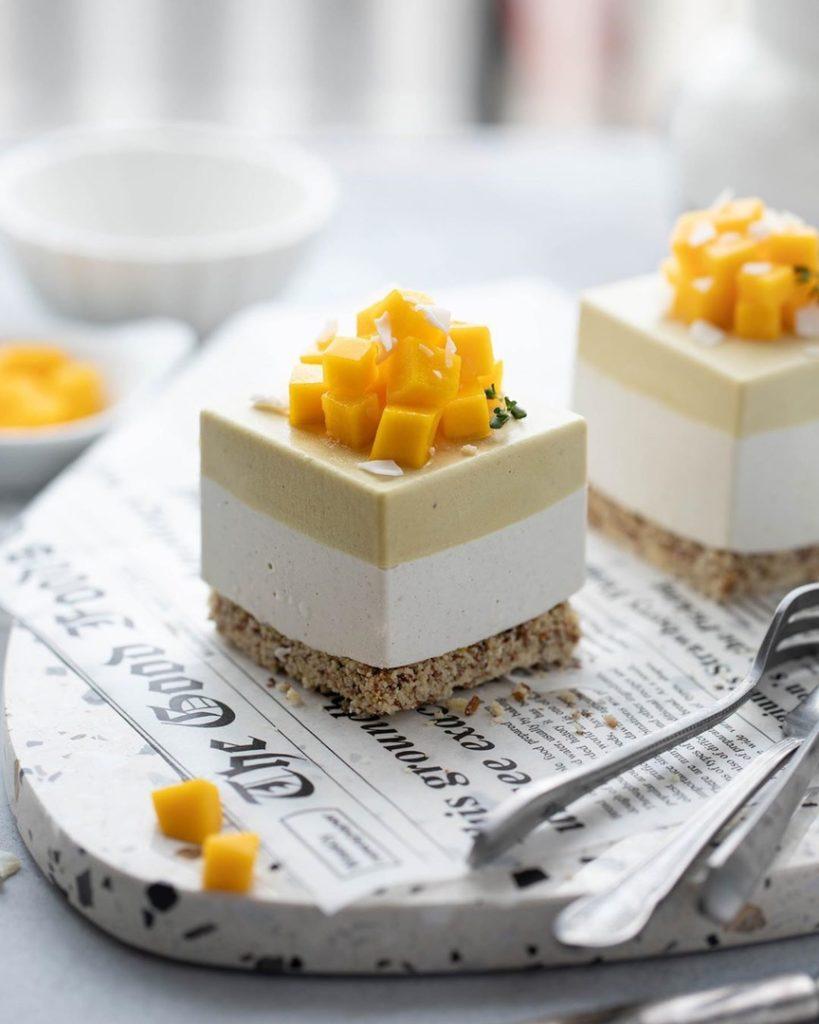 Как украсить торт фруктами  -  7 вариант - фото