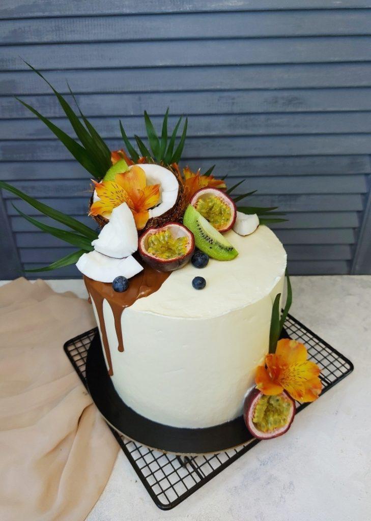 Как украсить торт фруктами  -  13 вариант - фото