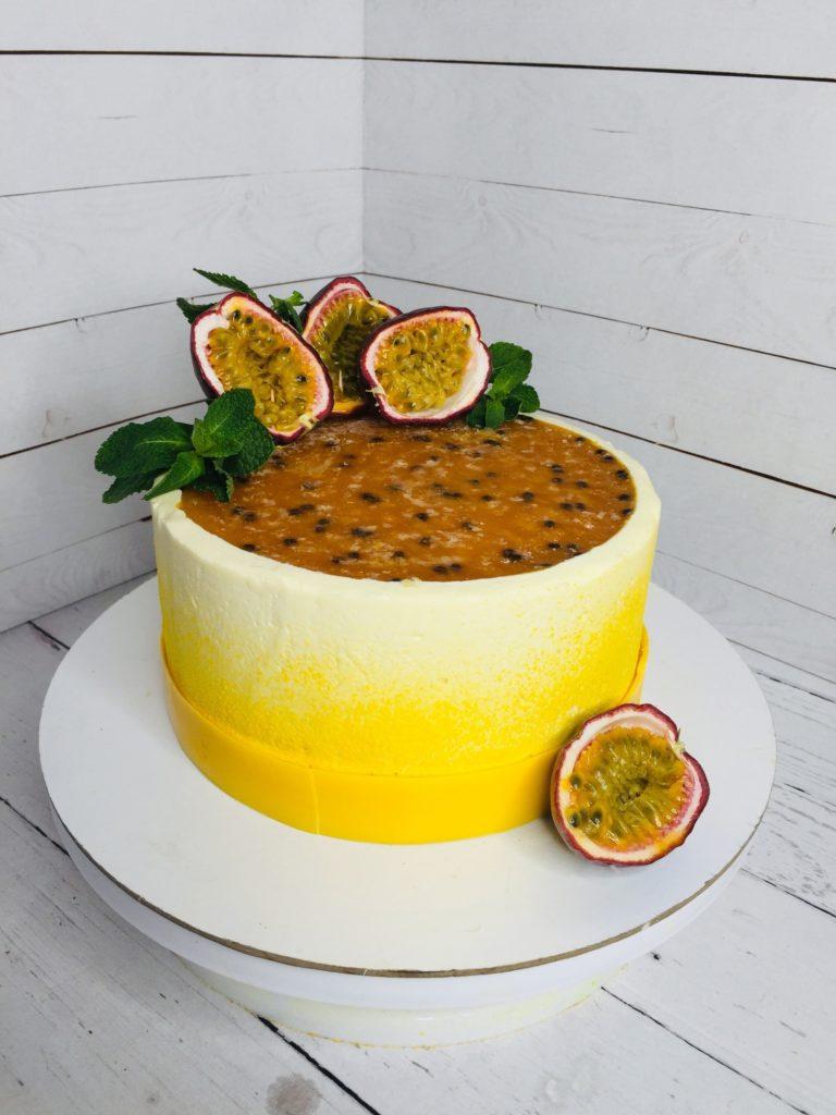 Как украсить торт фруктами  - 1 вариант - фото