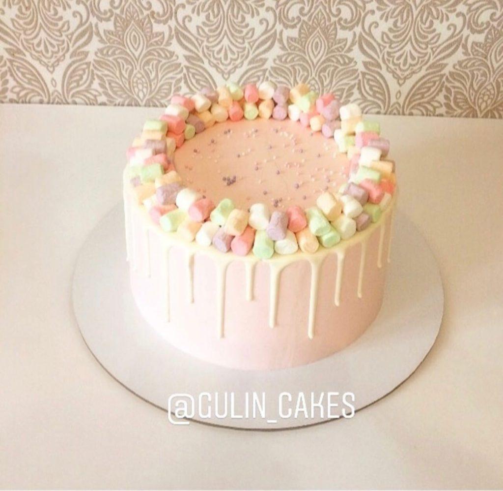 Как украсить торт маршмеллоу - разноцветные - фото