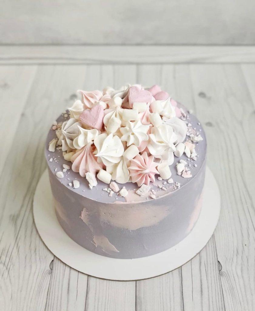 Как украсить торт маршмеллоу - с меренгой - фото