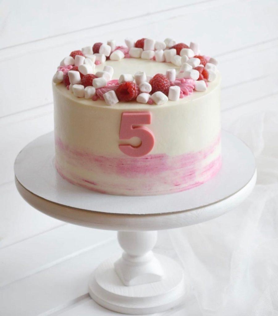 Как украсить торт маршмеллоу - малина - фото