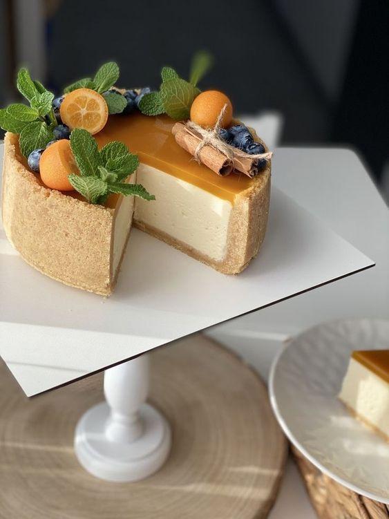 Как украсить торт голубикой - физалис - фото