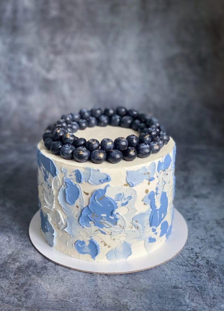 Как украсить торт голубикой - ягодный венок - фото