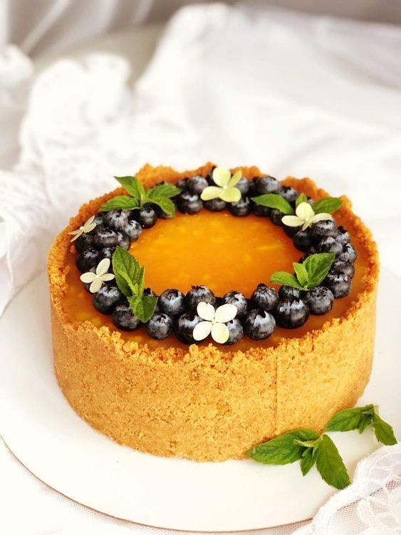 Как украсить торт голубикой - веточки мяты - фото