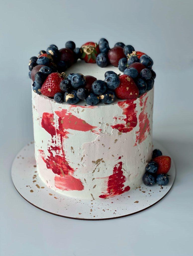 Как украсить торт вишней и черешней и клубникой - фото