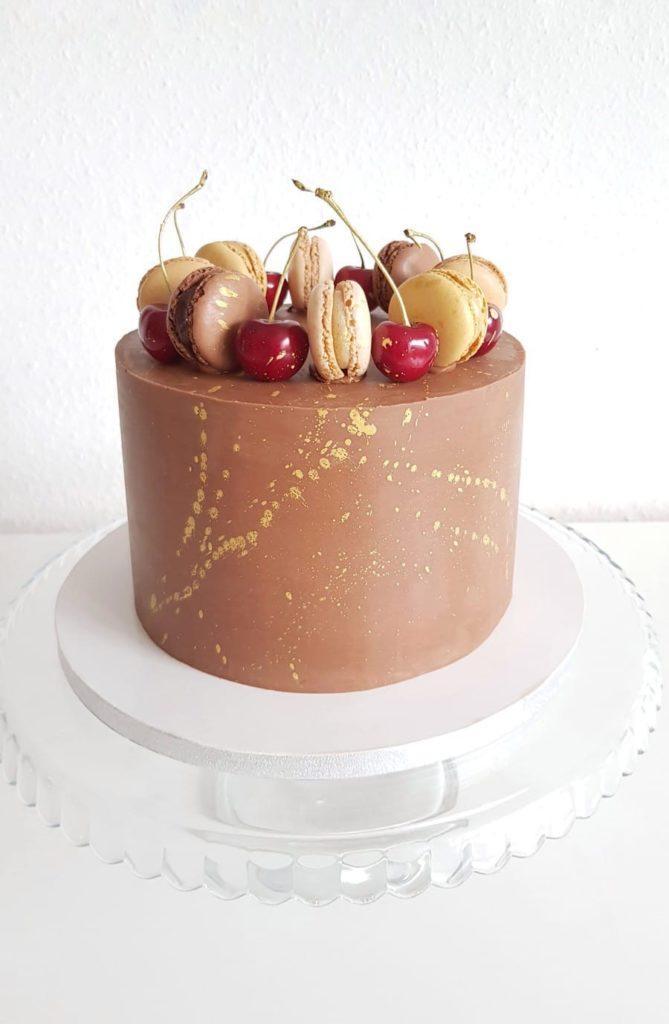 Как украсить торт вишней и черешней - с макаронами - фото
