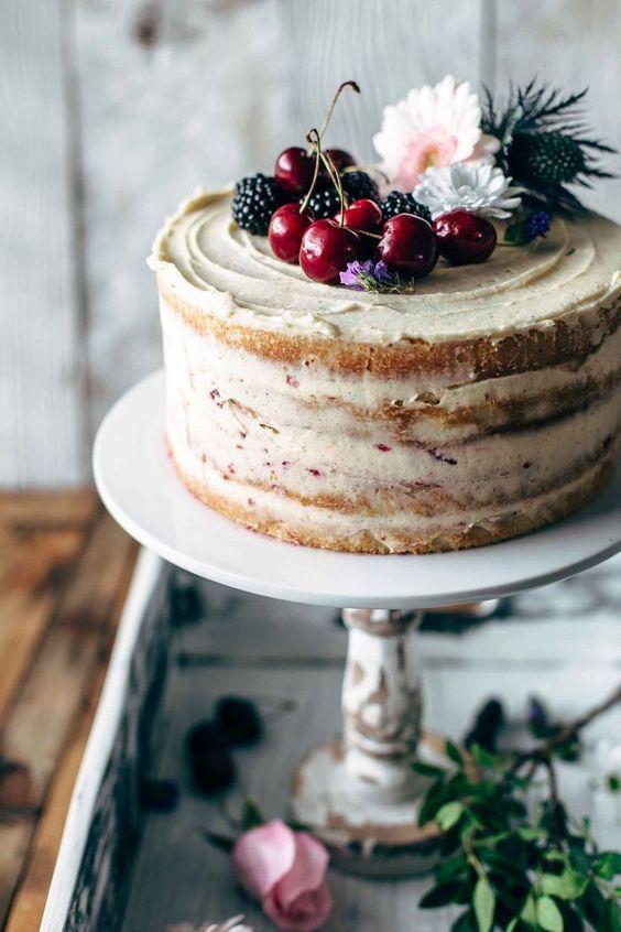 Как украсить торт вишней и черешней - с цветами - фото