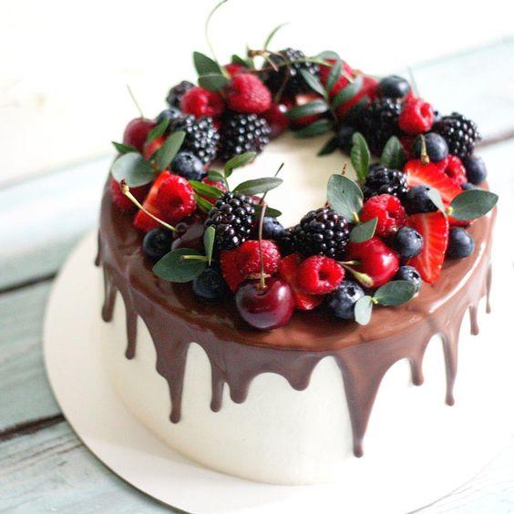 Как украсить торт вишней и черешней и ягодами - фото