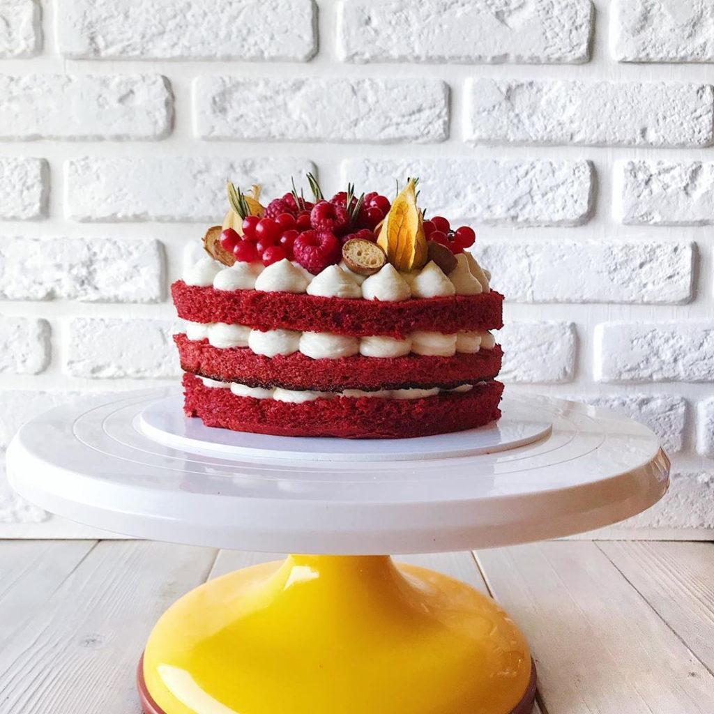 Идеи украшения торта смородиной- смородина и малина - фото